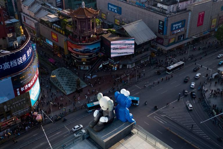 kaws-seeing-watching-changsha-ifs-permanent-sculptures-china-4