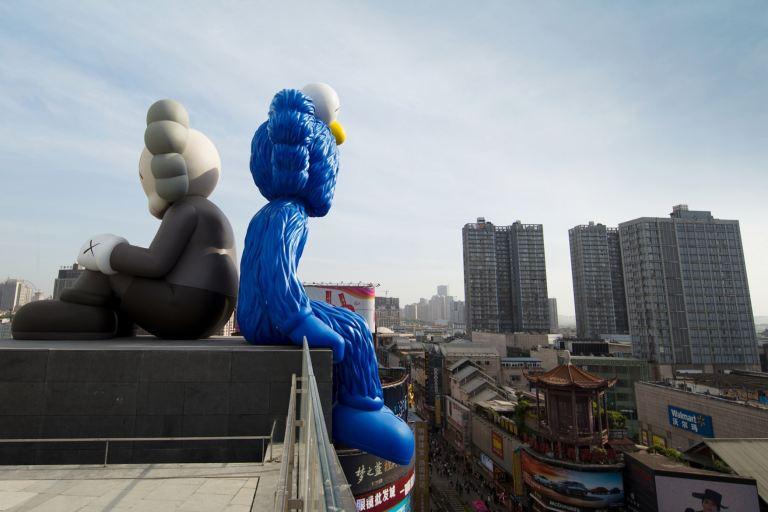 kaws-seeing-watching-changsha-ifs-permanent-sculptures-china-5