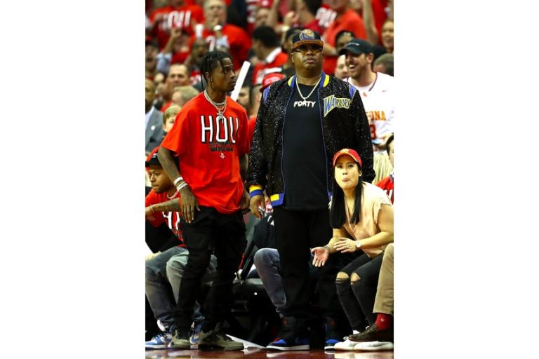 travis-scott-air-jordan-4-dark-grey-another-look-002